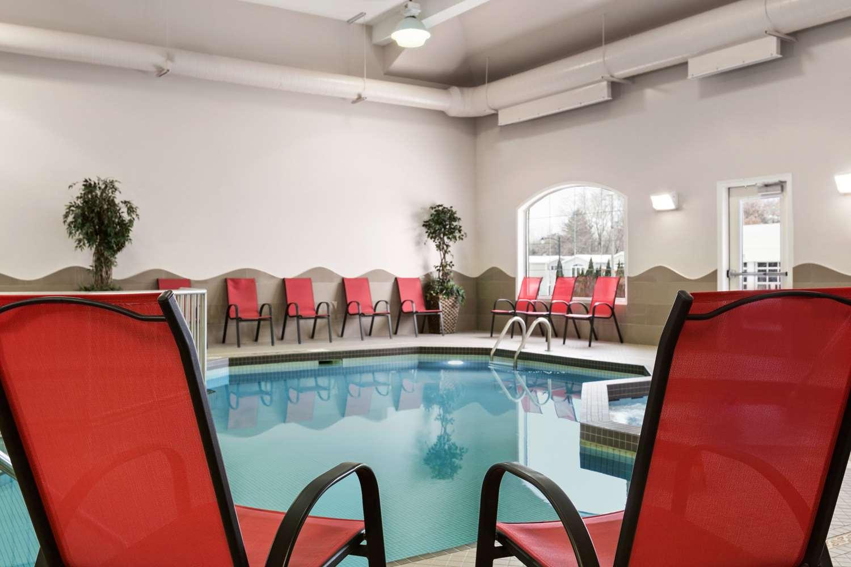 Pool - Days Inn Brandon