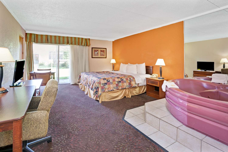 Room - Days Inn Ann Arbor
