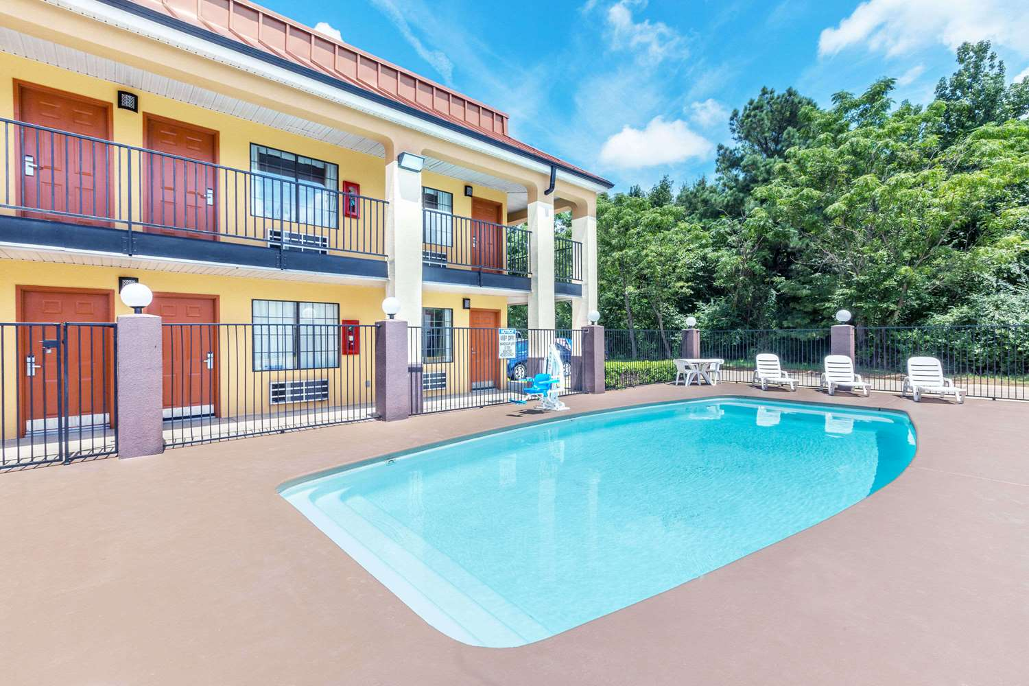 Pool - Days Inn Rayville