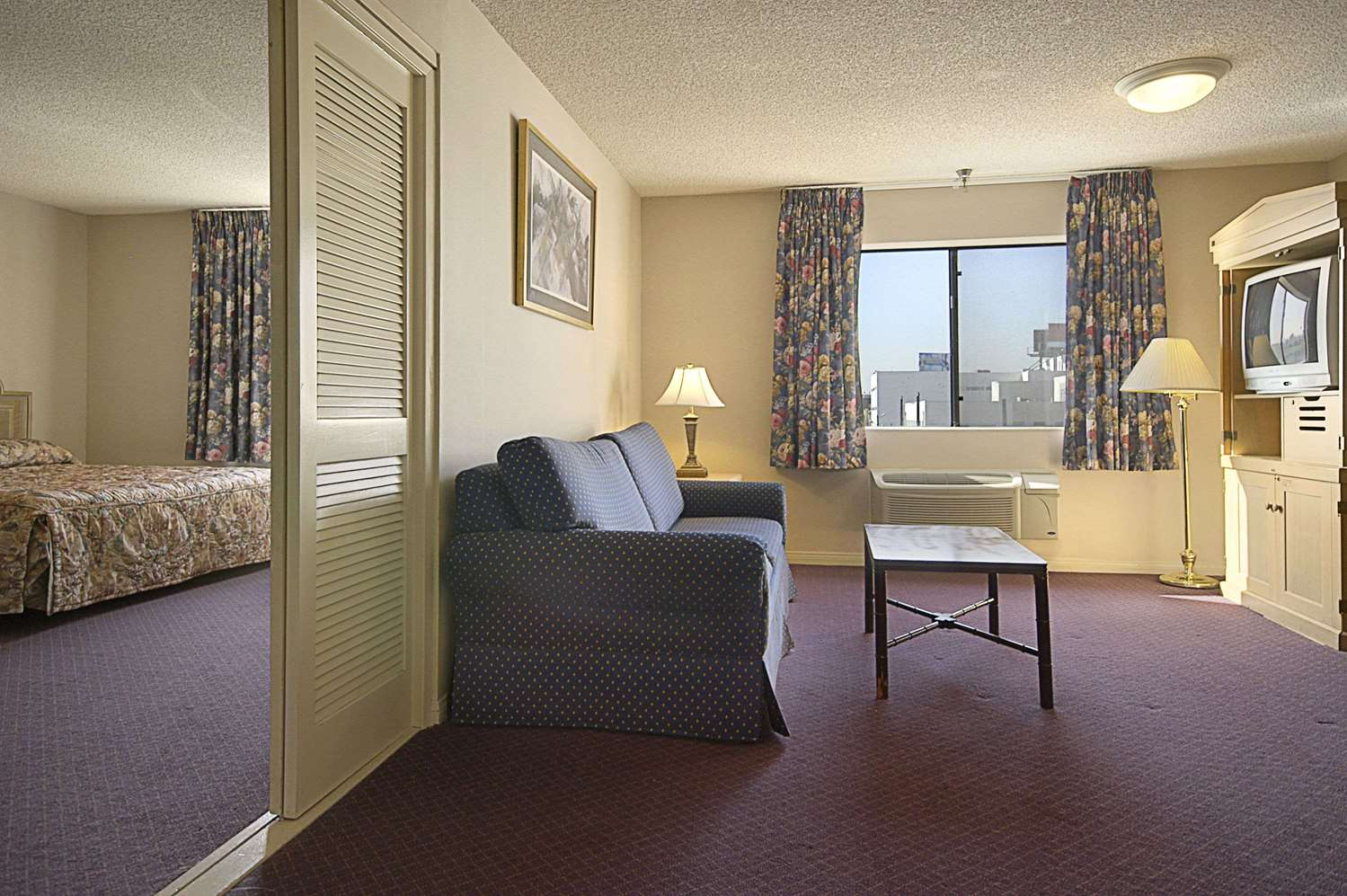 Suite - Ramada Hotel Wilshire Center Los Angeles
