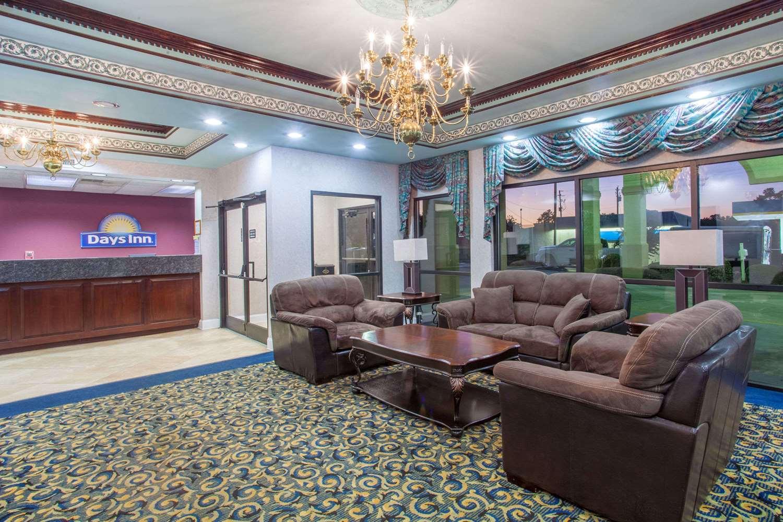 Lobby - Days Inn St Pauls