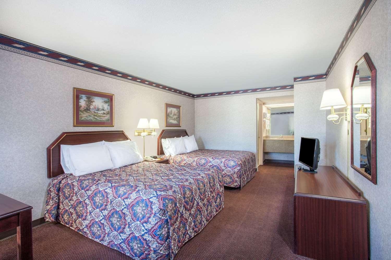 Room - Days Inn St Pauls