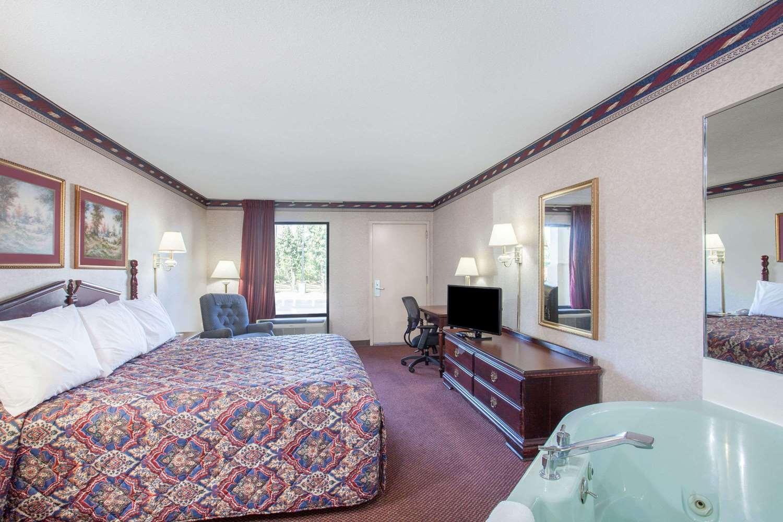 Suite - Days Inn St Pauls