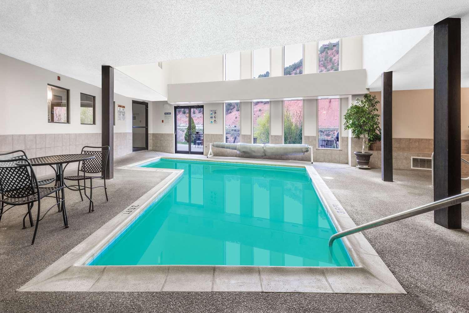 Pool - Days Inn Carbondale