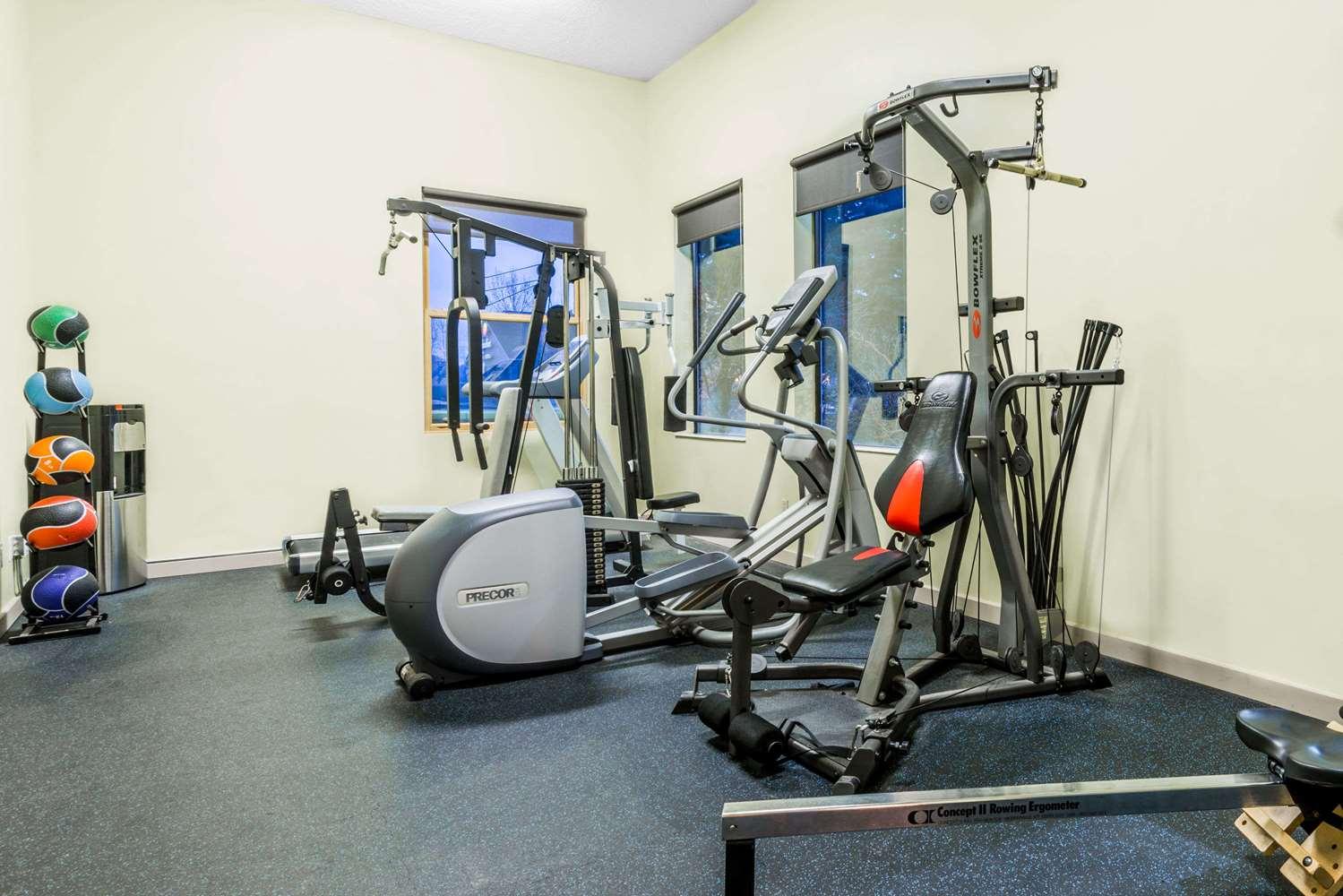 Fitness/ Exercise Room - Days Inn Carbondale