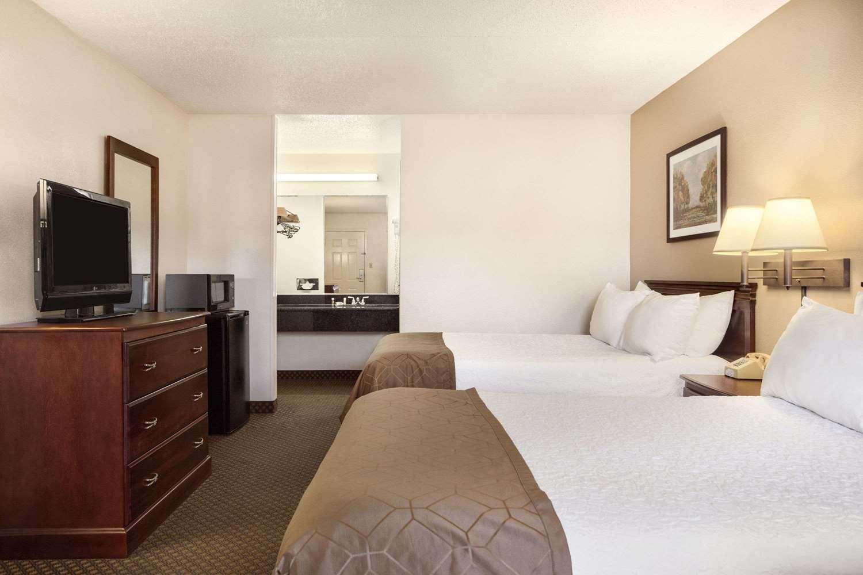 Room - Days Inn Kuttawa