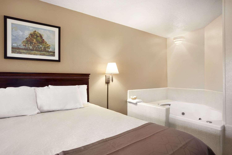 Suite - Days Inn Kuttawa