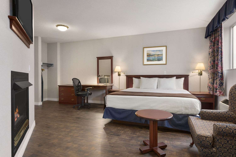 Suite - Days Inn Brockville