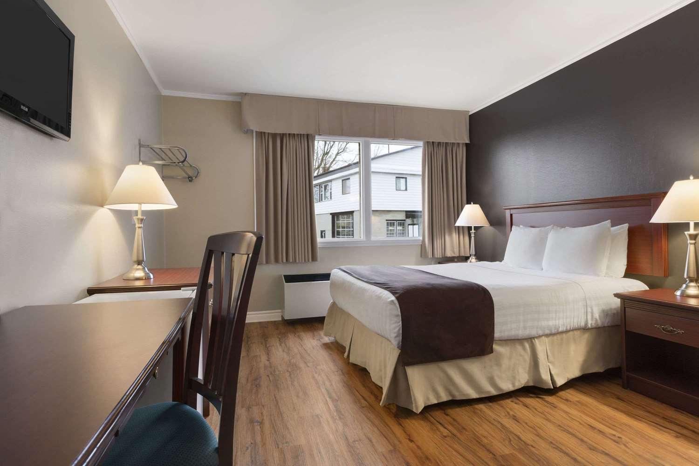 Room - Days Inn Brockville