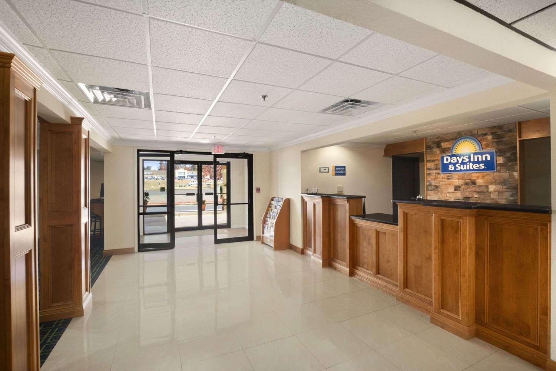 Lobby - Days Inn & Suites Commerce