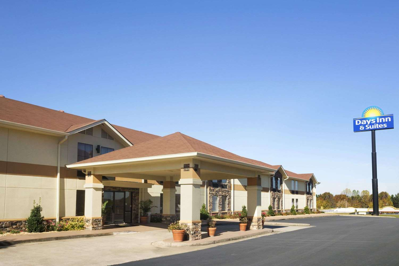 Exterior view - Days Inn & Suites Commerce