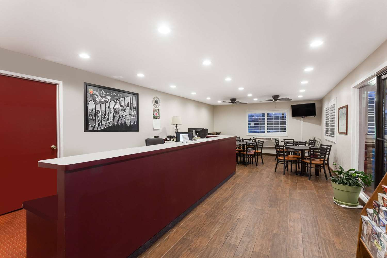 Lobby - Super 8 Hotel Visalia