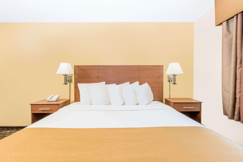 Room - Days Inn Des Moines
