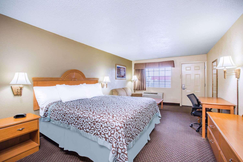 Room - Days Inn Tallulah