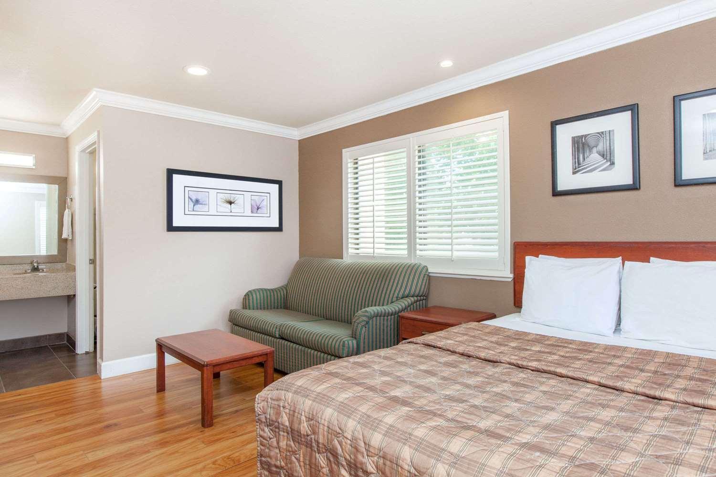 Room - Days Inn Oyster Point South San Francisco