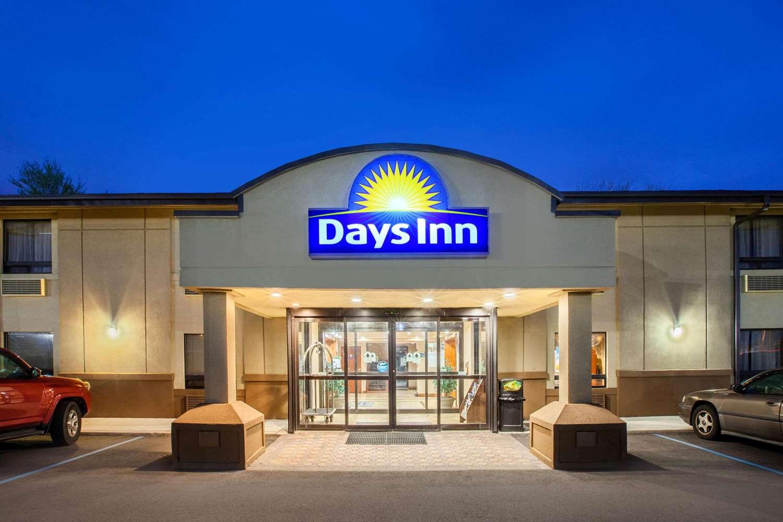 Exterior view - Days Inn Iselin