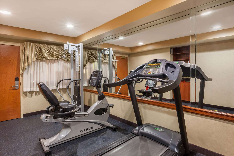 Fitness/ Exercise Room - Days Inn Iselin