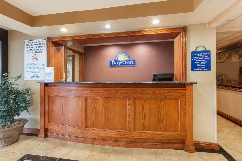 Lobby - Days Inn Iselin