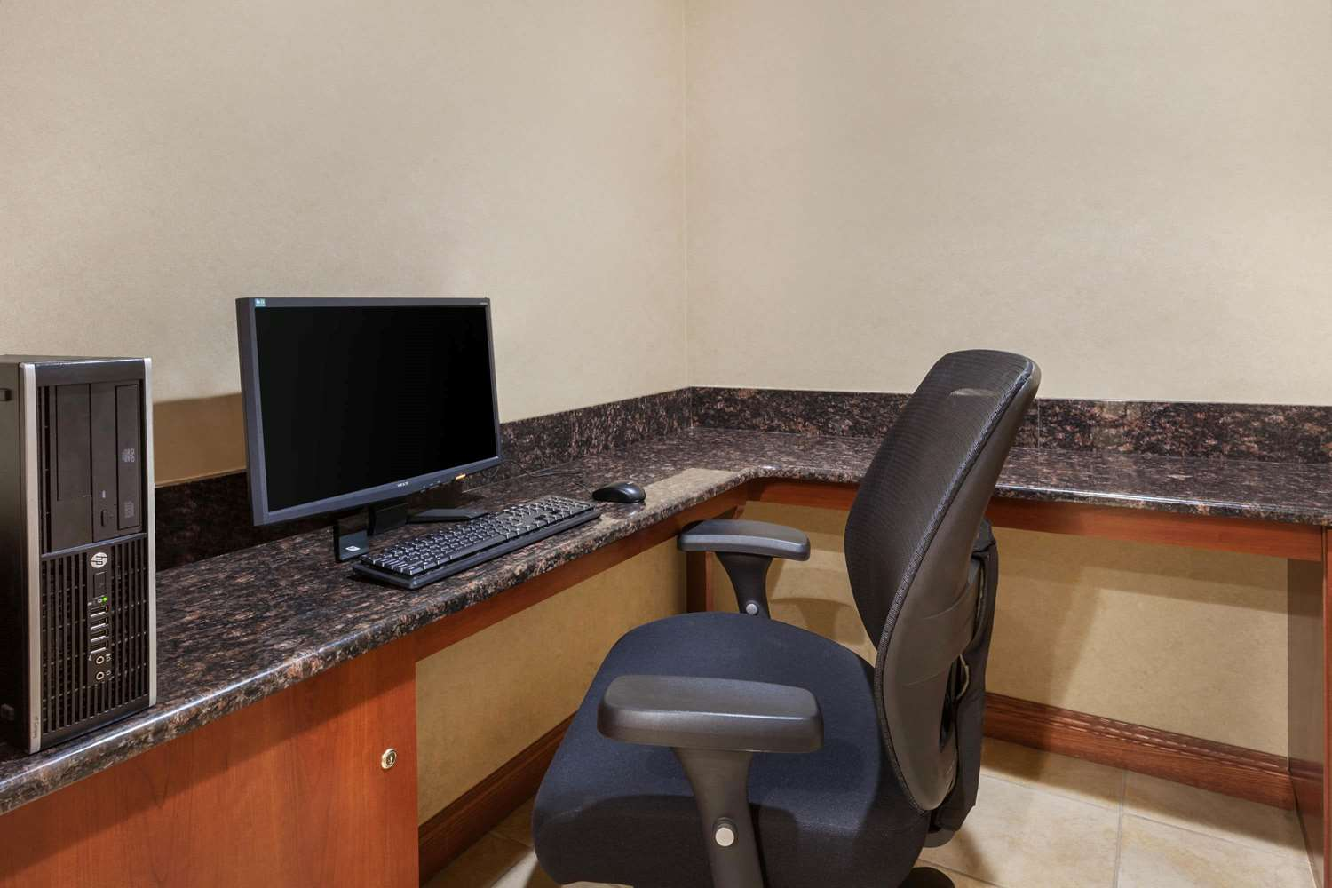 Conference Area - Days Inn Iselin