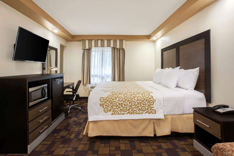 Room - Days Inn Iselin