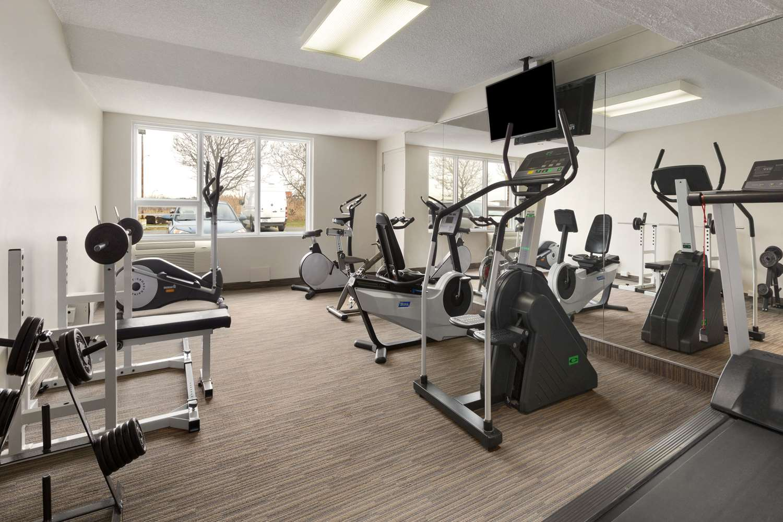 Fitness/ Exercise Room - Days Inn Montreal Airport St Laurent