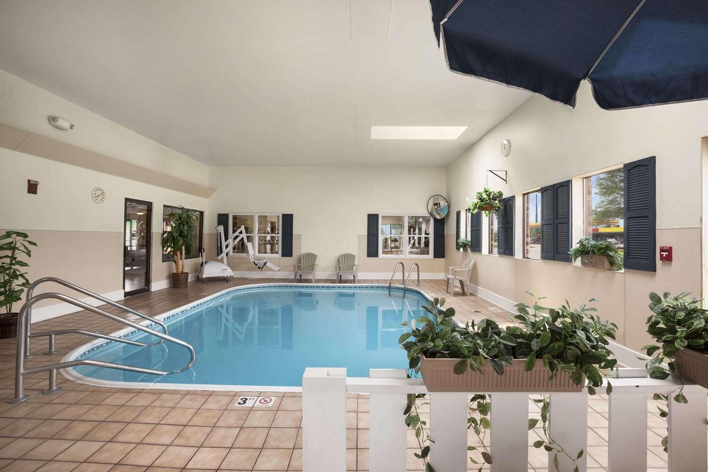 Pool - Days Inn Oglesby