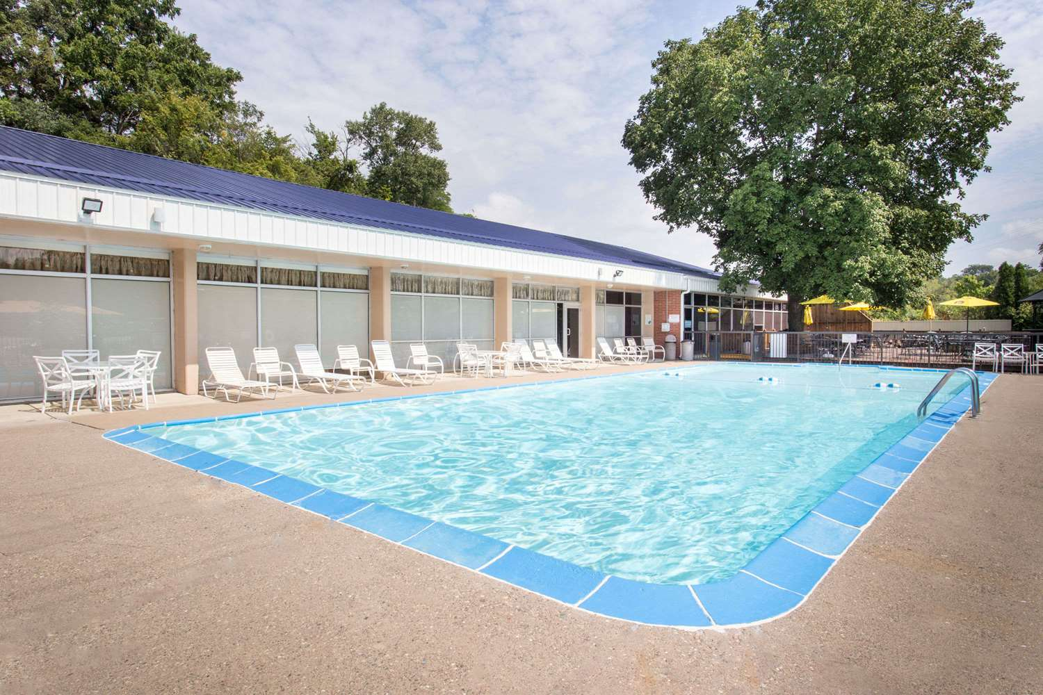 Pool - Days Inn Dubuque