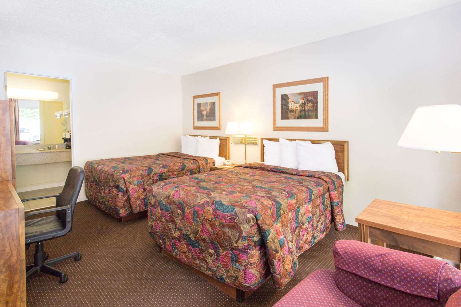 Room - Days Inn Dubuque