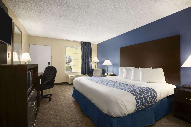 Room - Days Inn Cherry Hill