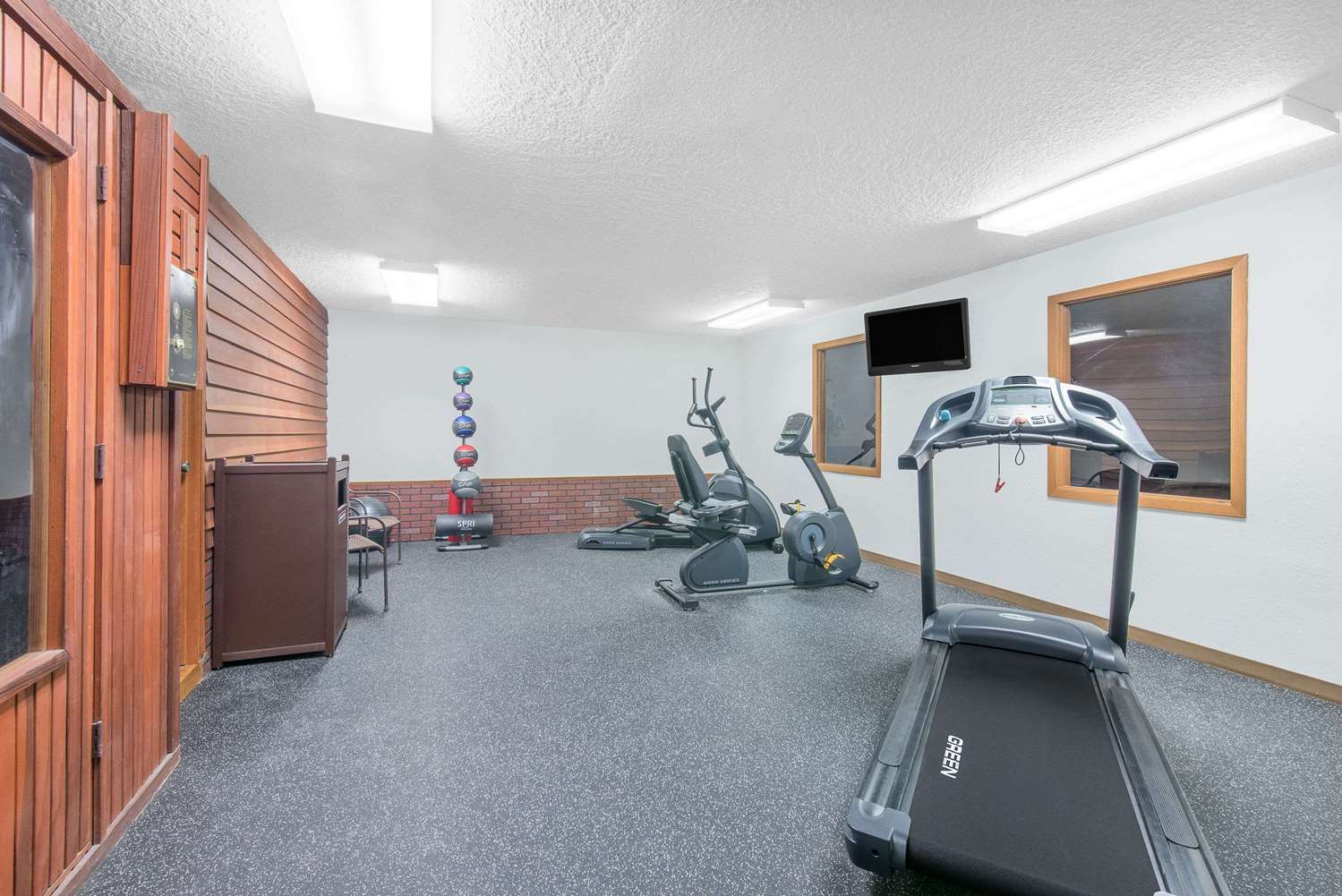 Fitness/ Exercise Room - Days Inn Wall