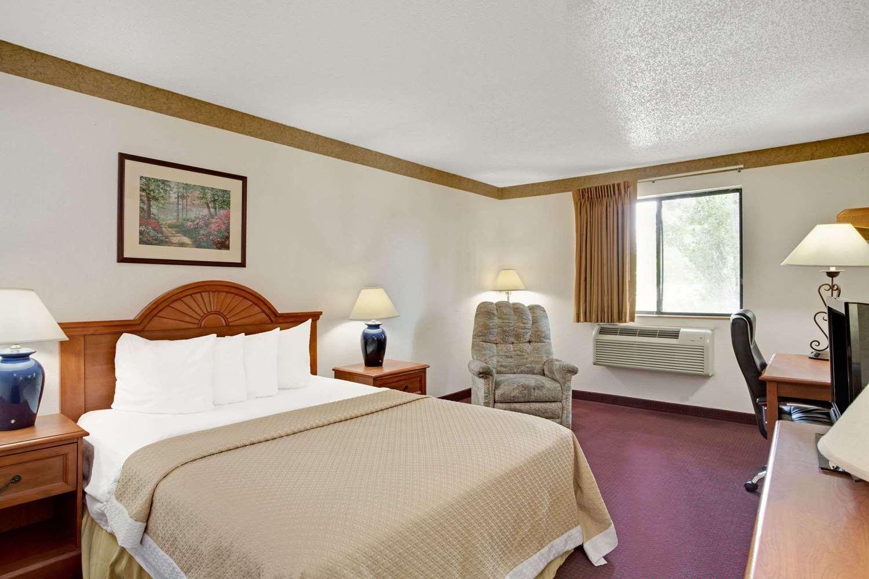 Room - Days Inn Clearfield