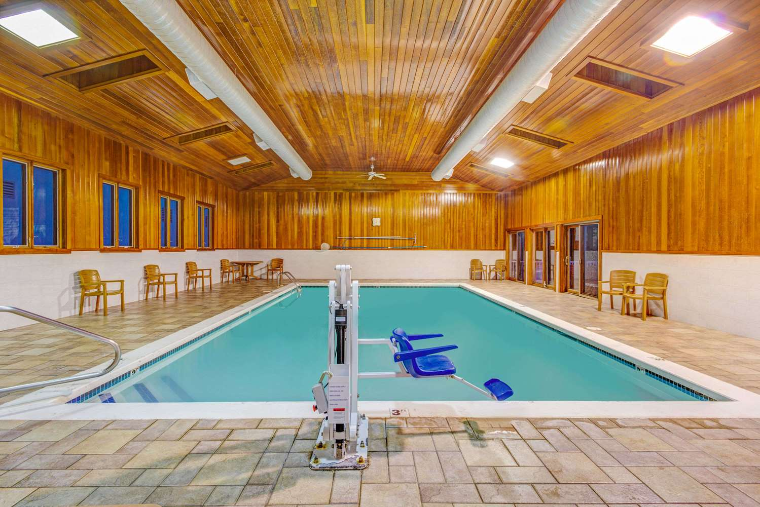 Pool - Days Hotel & Conference Centre Methuen