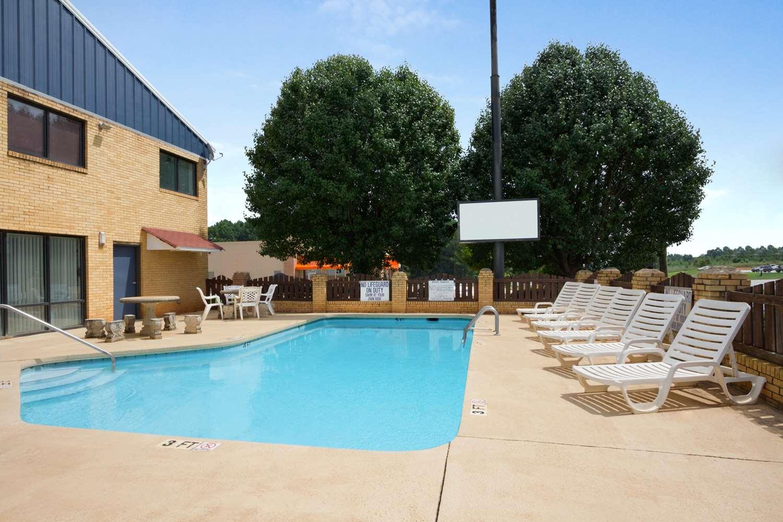 Pool - Days Inn Richburg