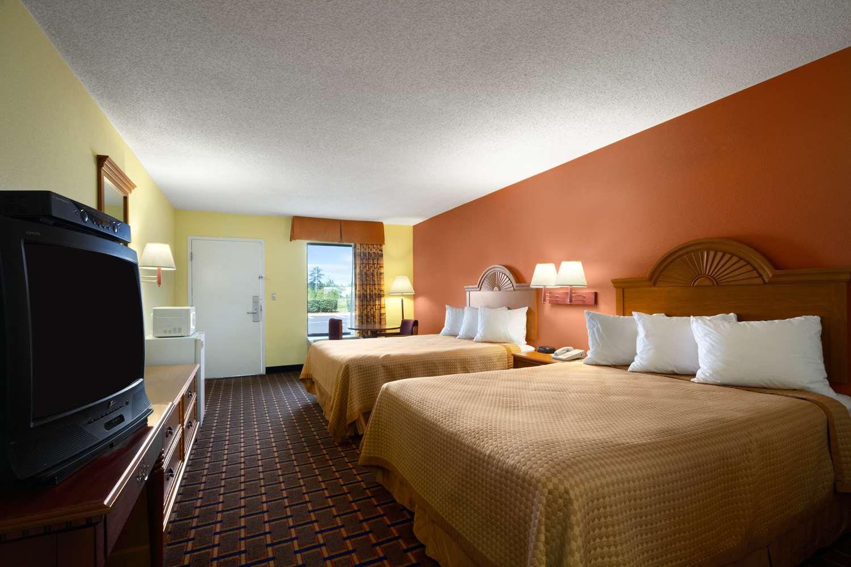 Room - Days Inn Richburg