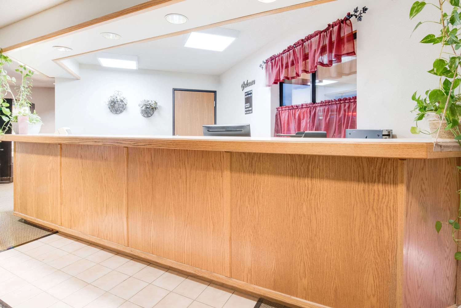 Lobby - Days Inn Sturgis