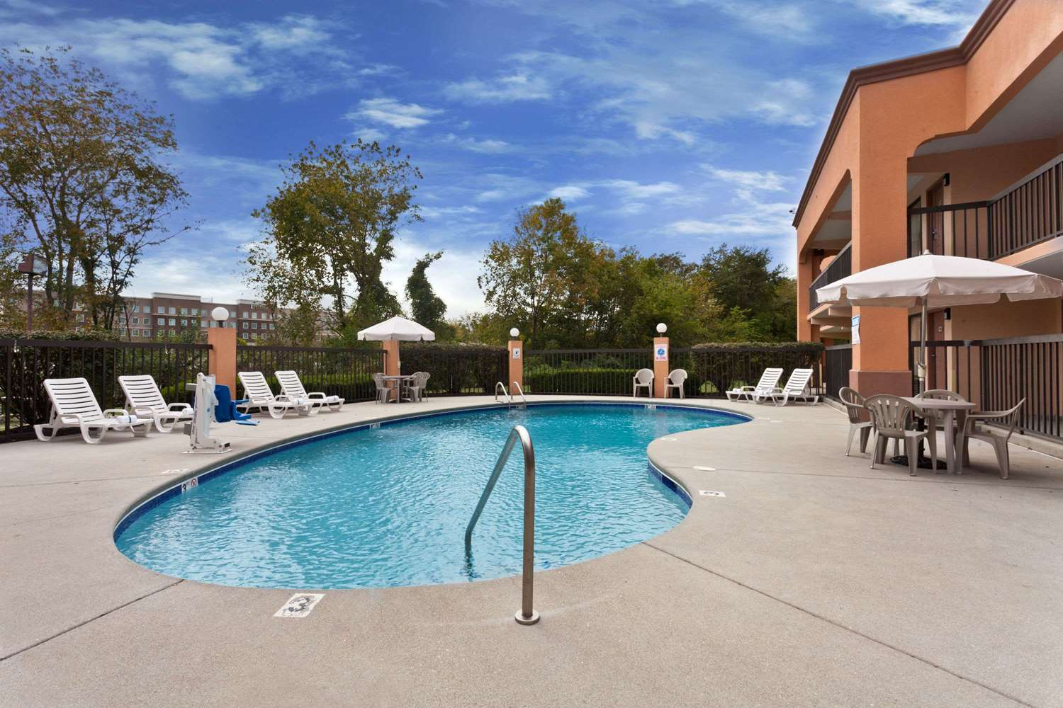 Pool - Super 8 Hotel West Knoxville