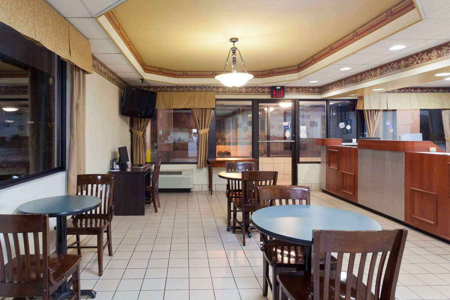 Lobby - Super 8 Hotel West Knoxville