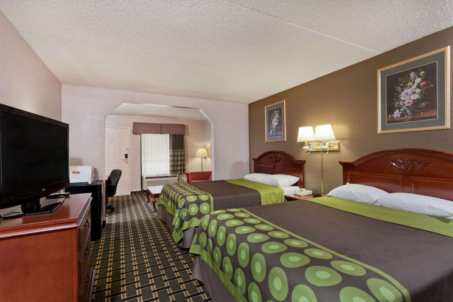 Suite - Super 8 Hotel West Knoxville