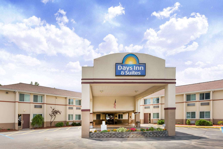 Exterior view - Days Inn & Suites Bridgeport