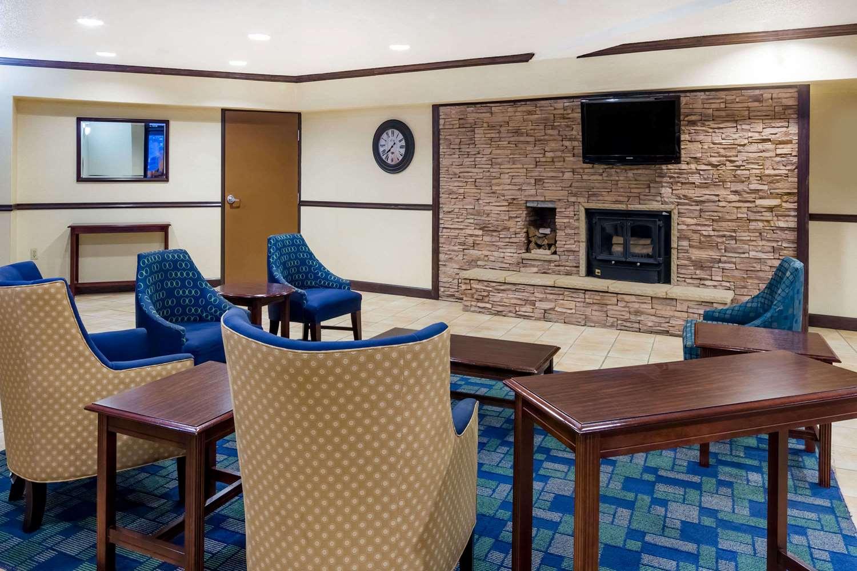 Lobby - Days Inn & Suites Bridgeport