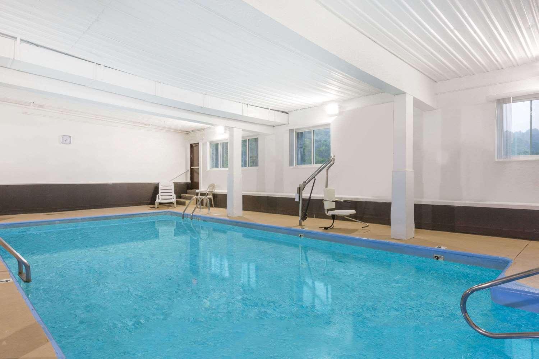Pool - Days Inn & Suites Bridgeport