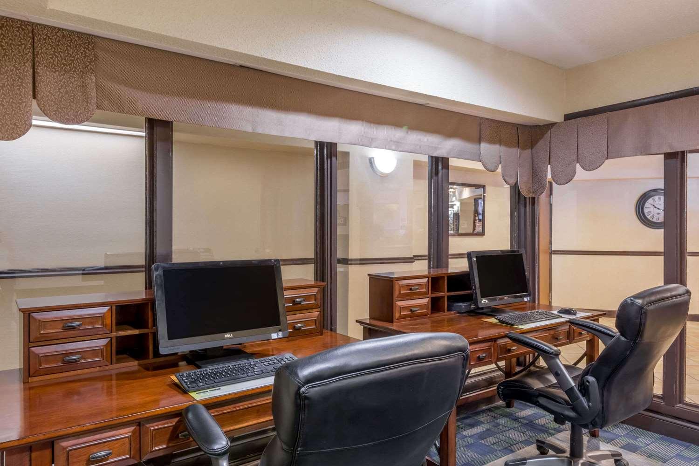 Conference Area - Days Inn & Suites Bridgeport