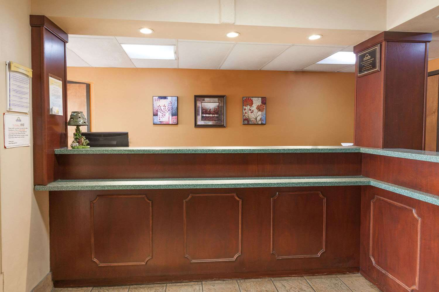 Lobby - Days Inn Elkton