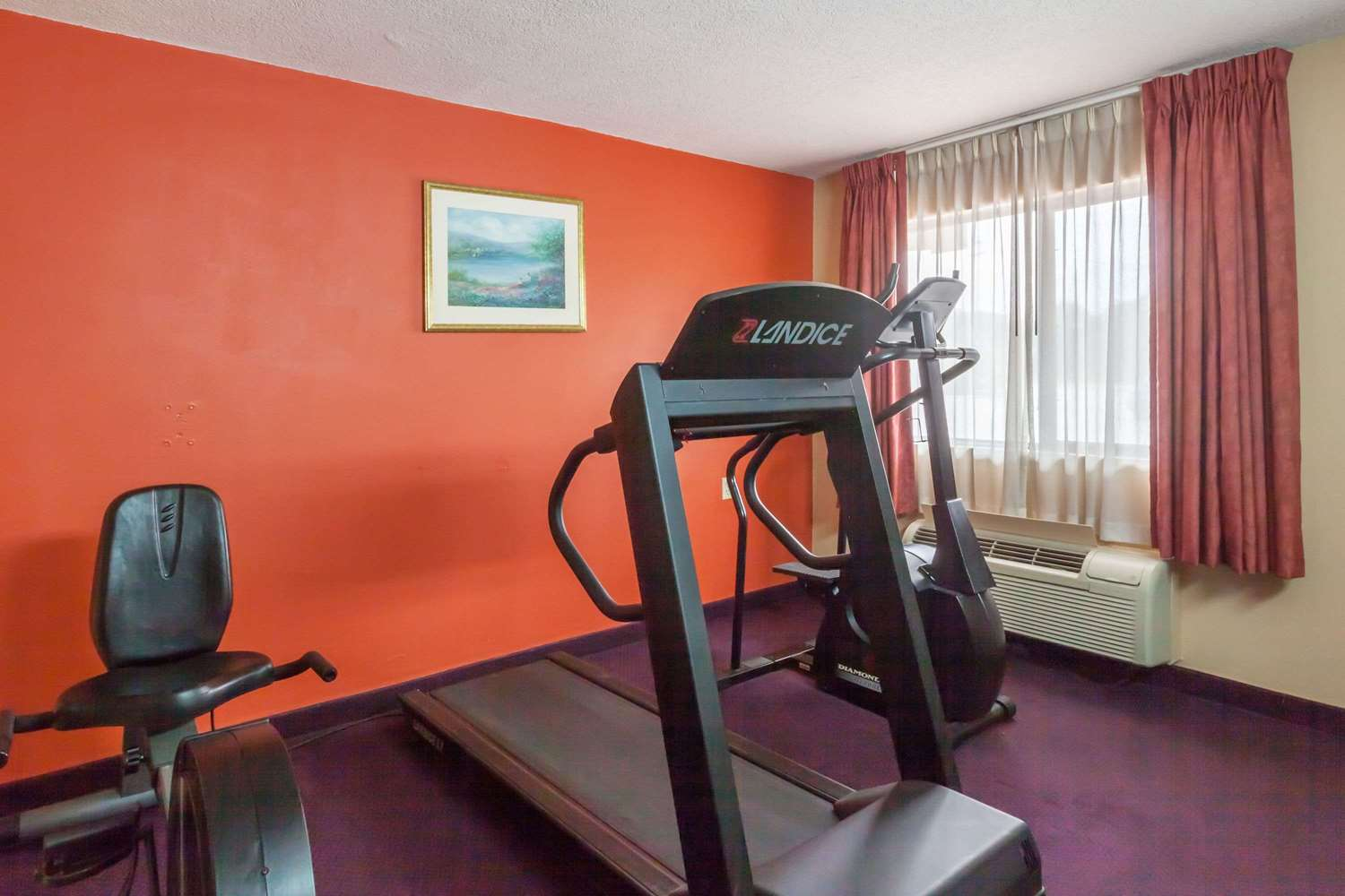 Fitness/ Exercise Room - Days Inn Elkton