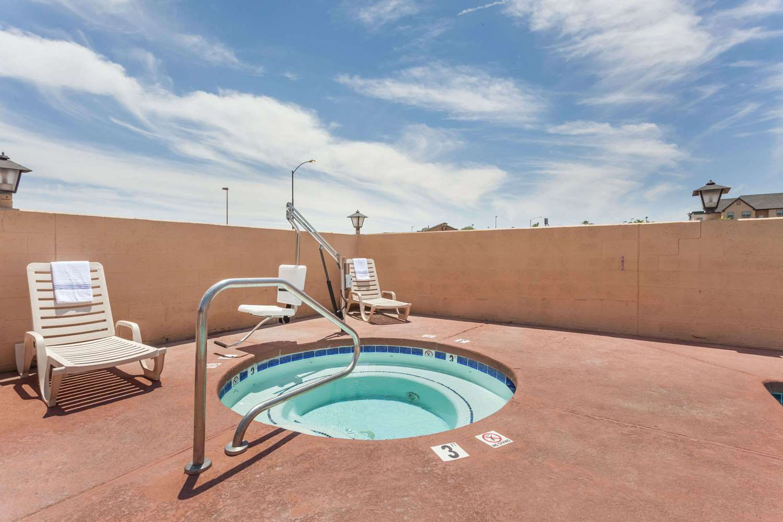 Pool - Days Inn Yuma