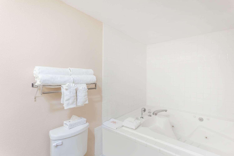 Room - Days Inn Yuma