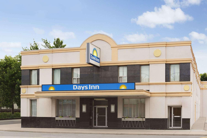 Exterior view - Days Inn East Beaches Toronto