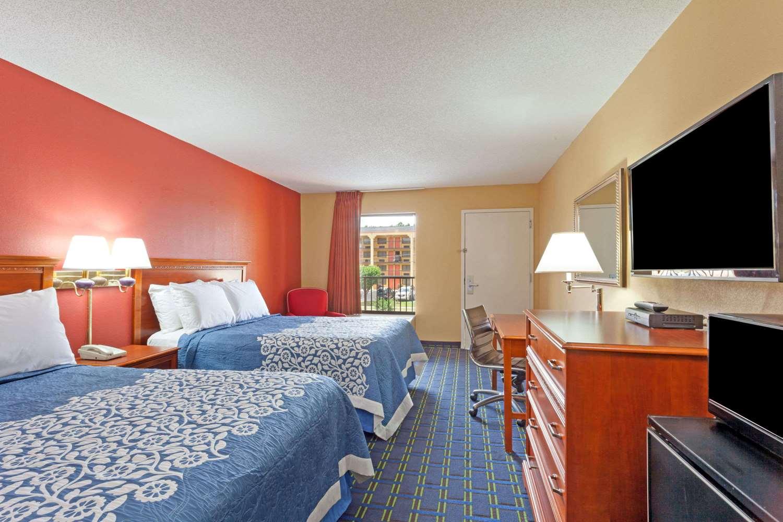 Room - Days Inn Sycamore Memphis