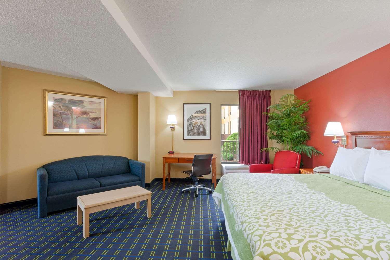 Suite - Days Inn Sycamore Memphis