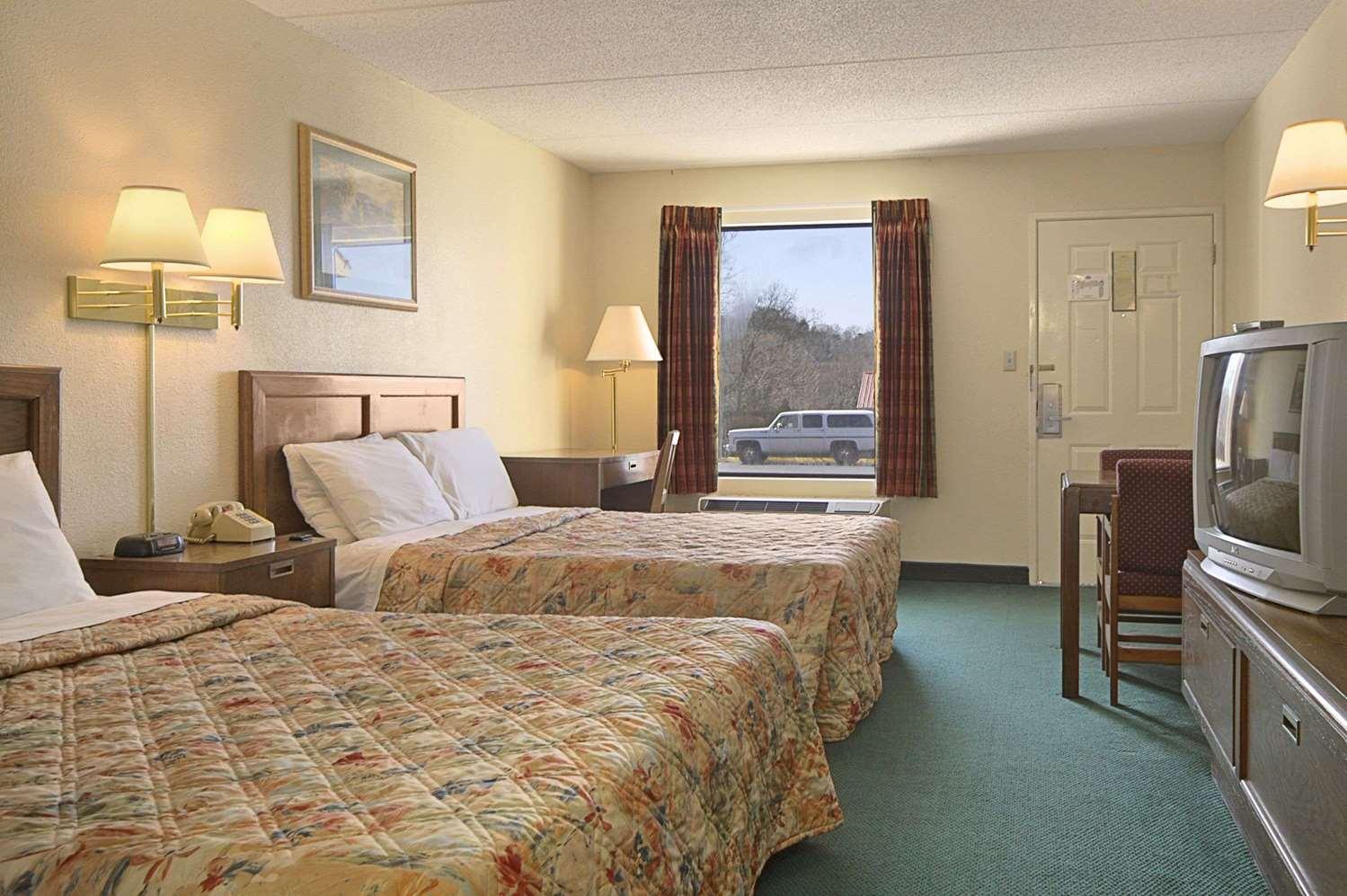 Room - Days Inn Sevierville